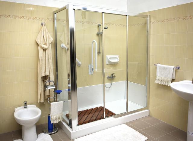 Come funziona la trasformazione da vasca in cabina doccia - Da doccia a vasca da bagno ...