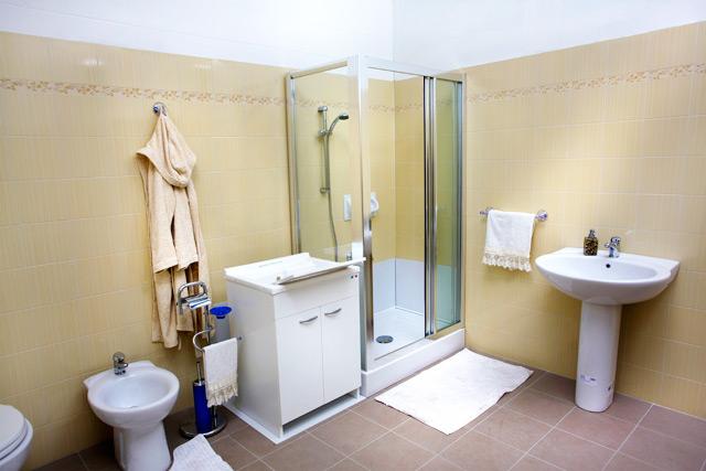 Vasca Da Bagno Remail Prezzo : Remail doccia prezzi. remail vasche da bagno prezzi piatto doccia a